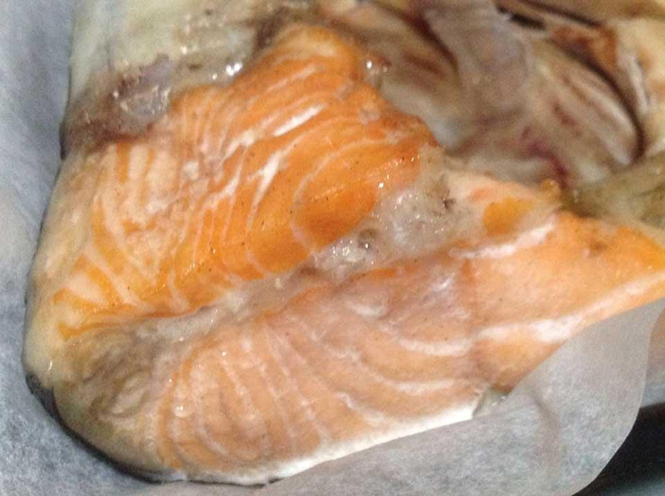 Bake salmon fish head recipe foodclappers for Fish head recipe