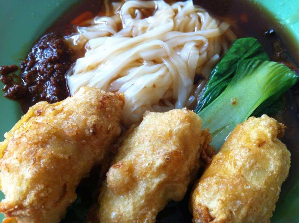 Ipoh hor fun with fried fish dumpling